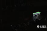 凌晨3点多,夜宵摊纷纷打烊,写字楼里的灯光也逐渐熄灭。这时,红谷滩红谷中大道路边的便利店依旧灯火通明。