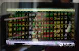 在每一个看似平静的夜晚,期货市场却是风起云涌,每分钟几百万上下的差额是很平常的现象,有时候一晚上甚至会有几亿元资金流动。因此,每天晚上,小王都不敢怠慢,紧紧盯着电脑屏幕上的数据。