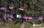 """17年前,为了方便村民生活和完善城市规划建设,蛟溪岛上的村民全部整体搬迁到了赣江对岸的七里街电厂附近,一个新的城中村""""七里村""""成为了他们的新家。而由于交通不便,政府也没有将岛上原来的房屋全部拆除,有些村民老宅还在岛上。"""