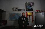 今年9月,陈震卿老人的住所迎来了一批又一批的记者和志愿者,让他平静的生活变得与以往不同。几个月前,代表荣誉的勋章也终于寄到了这位老兵的手中,让他内心最后的夙愿得以实现。