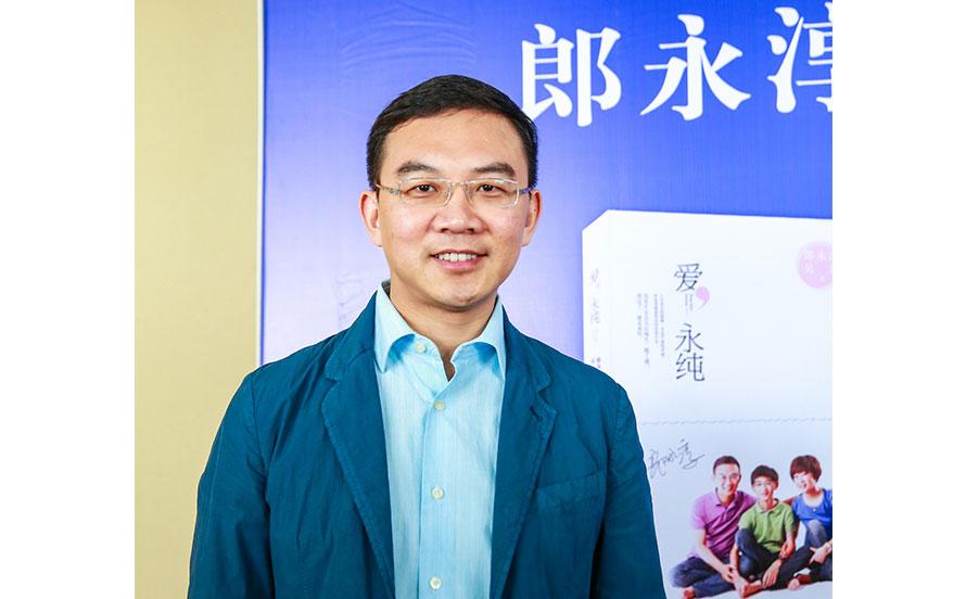 3月25日,郎永淳携新书回到母校南京中医药大学,和他的师弟师妹们分享他的人生故事