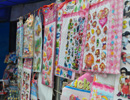 医校巷入口的小卖部 熟悉的贴画 童年的滋味