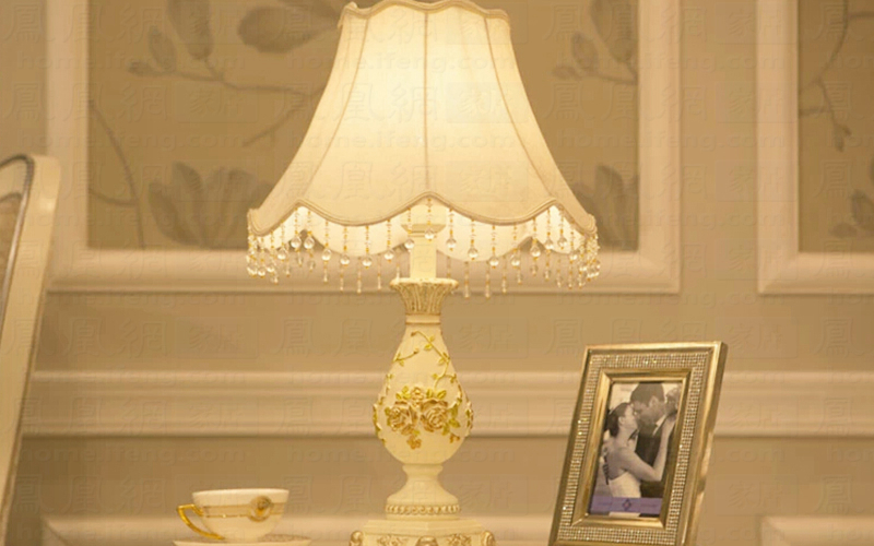 温馨床头灯