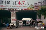 这次故事的主角是两家居住在南昌赣江大桥桥洞下的安徽亳州的补漏人。他们一共四辆车,九口人,在这类似于小村庄的地方避风躲雨。在这个陌生的城市中,找不到属于他们的家。