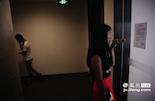 周葶看中了位于南昌艾溪湖畔的写字楼,准备过几天和房东商量租金,她公司的业务正是当下最流行的电子商务。到2015年底,江西将实现引领7180名大学生创业的目标,越来越多像周葶一样的年轻大学生挤进了创业大军。