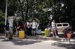 6月的最后一周,南昌各个高校的门外,同学们纷纷踏上离校之路。他们有的将留在这个城市开始为生存打拼,有的将回到自己的家乡做贡献。