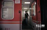 沙奇里也将离开生活了两年的南昌,临走之前他特意换上印有自己国家国旗的t恤。当北上的火车即将开动时,沙奇里的新生活也将正式开始。