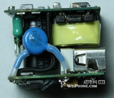 iphone充电器拆解揭示苹果创意设计