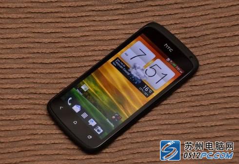 图为 HTC One SHTC One S整体机身表现也是十分纤薄,不...
