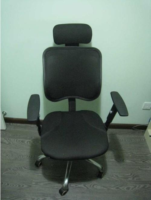 升降扶手,升降椅背功能;头枕也可以自由转动,保护颈椎;采用防爆气压杆图片