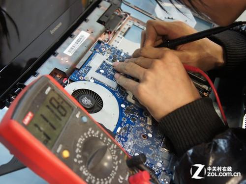 虽然y400的背光键盘控制电路和y470,480的差不多,不过电路布局还是有