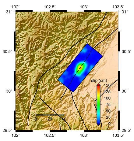 动态 雅安/图2. 雅安地震的破裂过程。(a)图中黑色箭头标示破裂滑移方向...