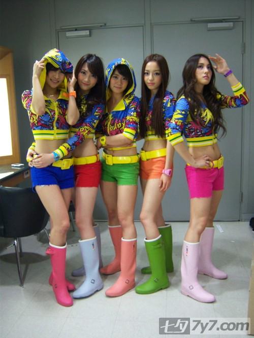 韩国女子组合最新装扮 可爱复古酷辣各有其味