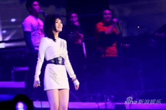 丁丁亮相演唱会 杨坤32场演唱会第五场于2012最后一个周末(12月30