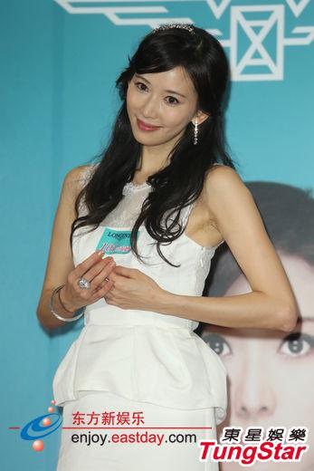 林志玲穿婚纱宣传新