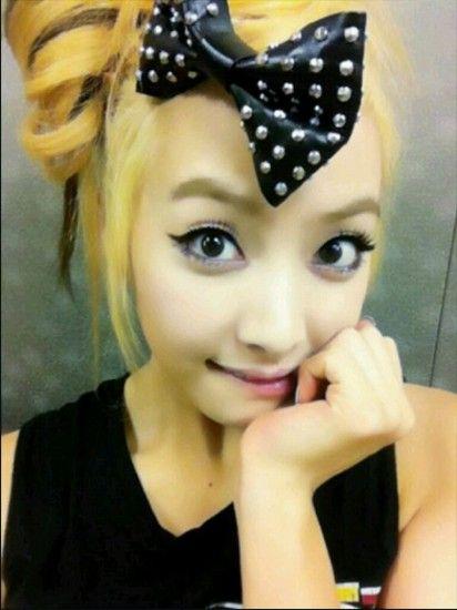 韩国女子组合f(x)成员宋茜日前更新微博并公开了一