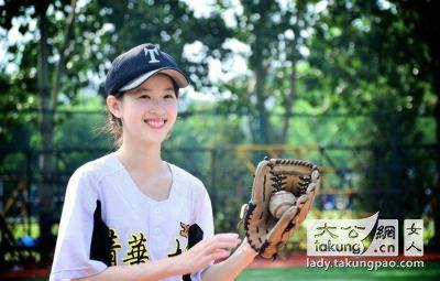 章泽天孔雀舞_奶茶妹妹PK日本14岁萝莉_时尚频道_凤凰网