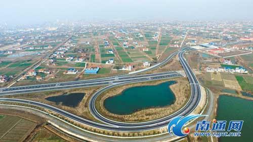 6日,如东首条高速公路通洋高速建成通车.(王东海/摄)