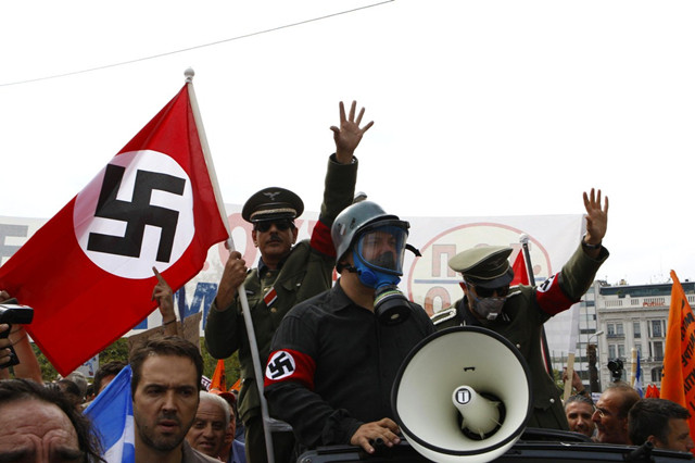 至今,欧洲人对二战时期纳粹的所作所为仍心有余悸,康拉德·
