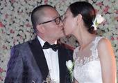 实拍王小帅大婚吻娇妻数十秒 跪地示爱