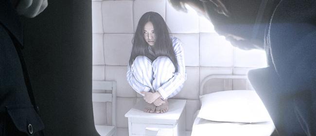 王寶強現身《爸爸3》 女兒戴粉頭飾玩耍(組圖)