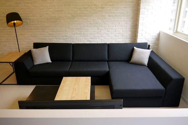 黑色沙发客厅效果图