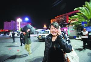 昆明恐怖袭击女暴徒_昆明火车站遭暴恐袭击暴徒砍杀致27死135伤|暴徒|暴行_凤凰资讯