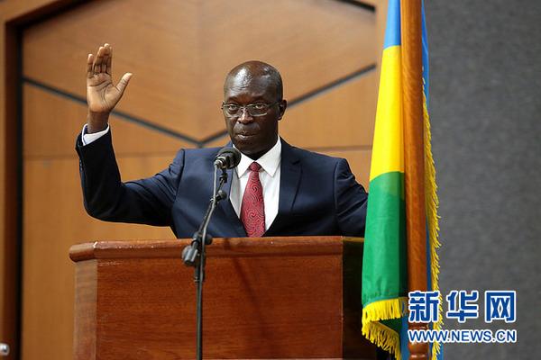 卢旺达新任总理阿纳斯塔斯·穆雷凯奇(anastase murekezi)在宣誓