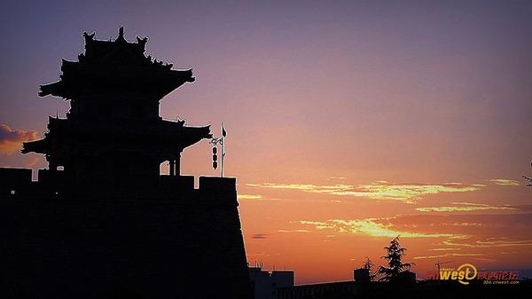 夕陽下的西安古城墻(西部網網友:渭北塬上人)