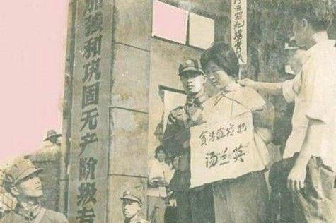 [转载]转载:1977年江苏如东县枪毙贪污犯现场