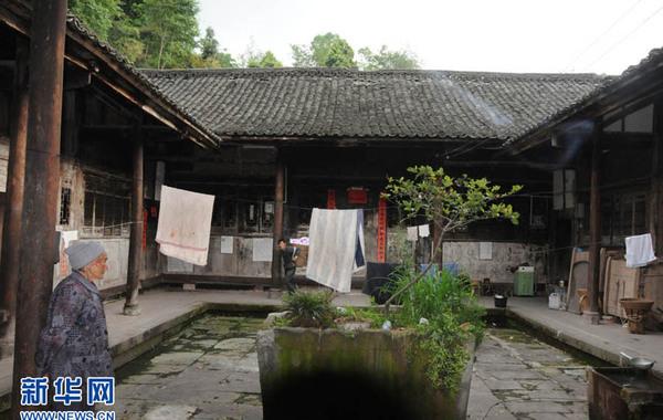 图为百年老宅天井。王玉山 摄