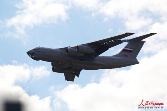 伊尔476重型�:/���._高清:俄伊尔 476运输机进行飞行表演 有意出口中国
