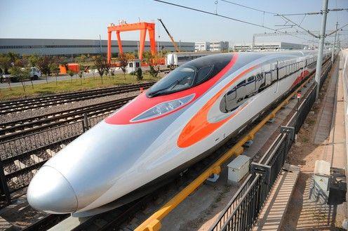 高鐵香港段列車采用時尚流線設計,橙色弧形紋則象徵中國飛龍.